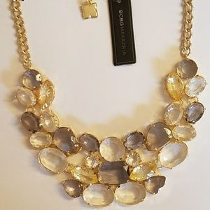 BCBG MAXAZRIA MIXED GLASS STONE STATEMENT NECKLACE